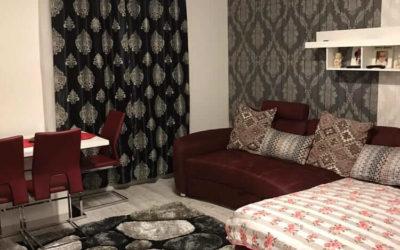 Vollmöblierte und sehr schön renovierte Wohnung. Zentral